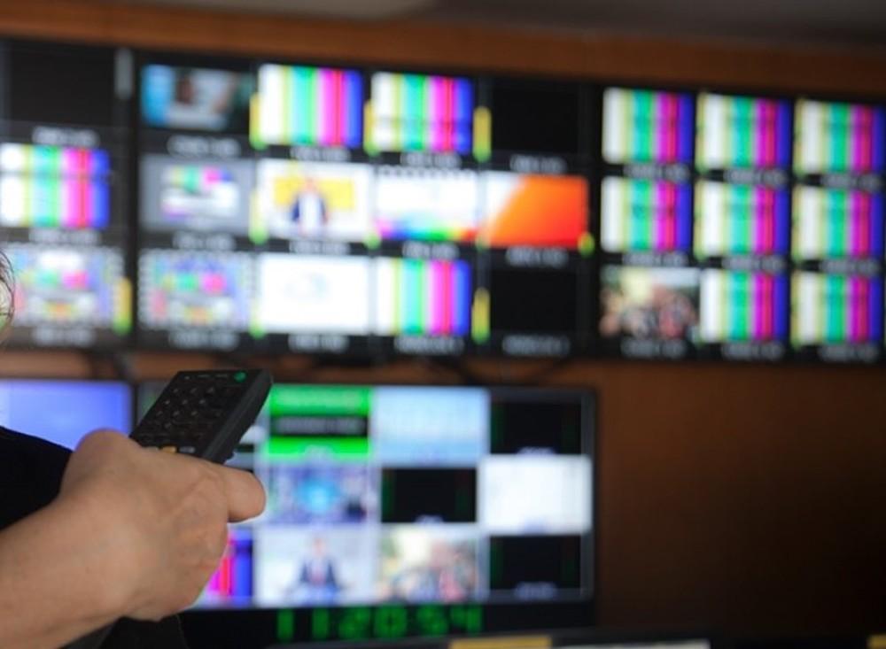 La audiencia de las televisiones públicas, la única que creció en enero